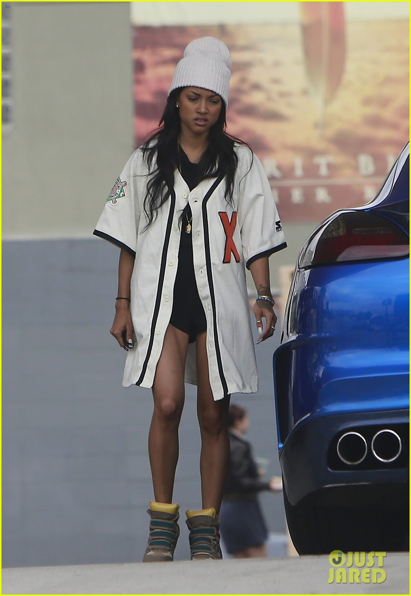 Chris Brown Gas Station Stop With Karrueche Tran Photo 2742749
