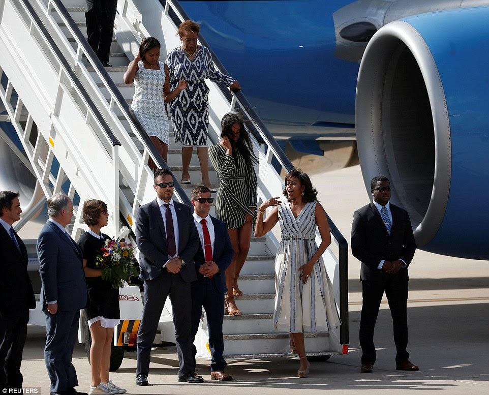 excursão de três países: é parada final das meninas em sua turnê para a Libéria, Marrocos e Espanha para promover de Michelle Let meninas aprendem iniciativa