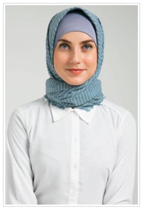 contoh model hijab modern instan praktis motif monochrome