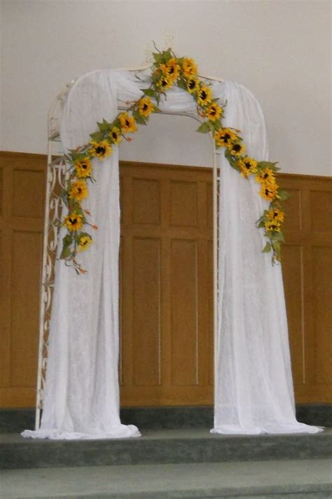 sunflower arch stephanies country chic wedding
