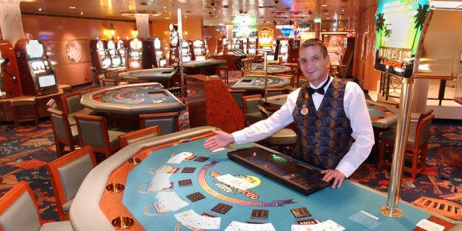 Играть в казино в игровой автомат можно и без регистрации, в демо-режиме.Так вы не тратите ни копейки и получаете такой же самый игровой опыт, как и при игре на реальные деньги.