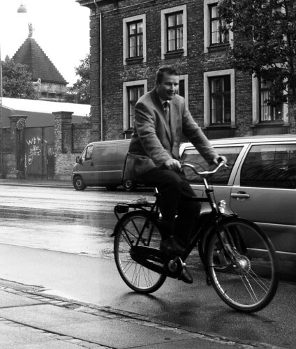 Wagamama Window: Rain. Suit.