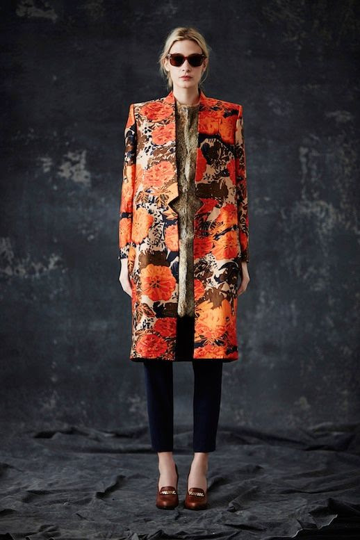 LE FASHION BLOG JENNI KAYNE FW 2014 COLLECTION 1930S MODERN ENGLISH COUNTRYSIDE BURGUNDY SUNGLASSES BRIGHT ORANGE BLOSSOM PRINT LONG JACKET FUR VEST CROPPED BLACK PANTS CHAIN LOAFER HEELS EFFORTLESS CHIGNON LOW BUN NATURAL BEAUTY 1 photo LEFASHIONBLOGJENNIKAYNEFW20141.jpg
