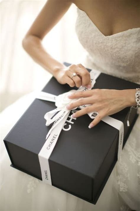 5 Wedding Gift Ideas from Grooms to their Brides   Blog