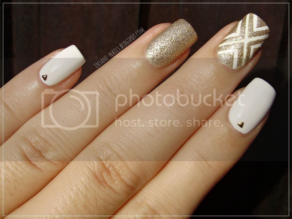 photo white_and_gold_nails_3_zpsd4sx90vb.jpg