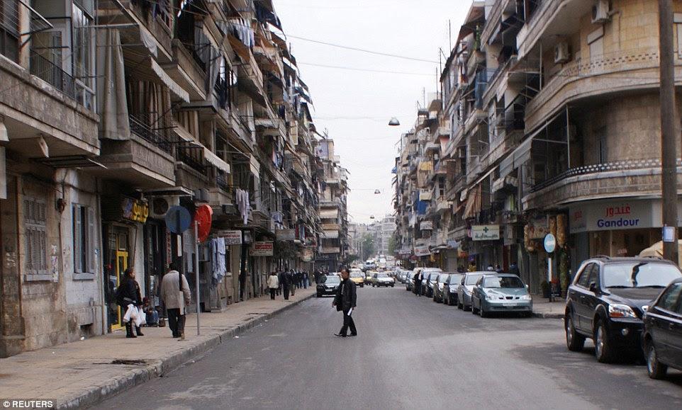 A mesma rua há apenas sete anos foi uma movimentada área comercial preenchida com empresas e muitos carros na estrada