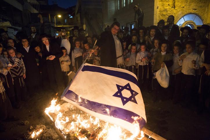 Anti-Zionist group Neturei Karta protesting against the State of Israel. Credit: Yonatan Sindel/Flash90.