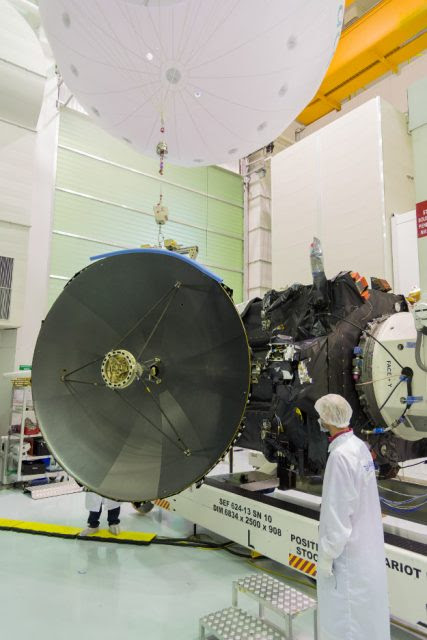 Detalle de la antena de alta ganancia (ESA).