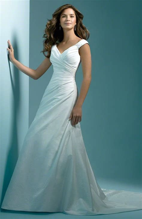 Wedding dresses for pear shaped bodies   All women dresses
