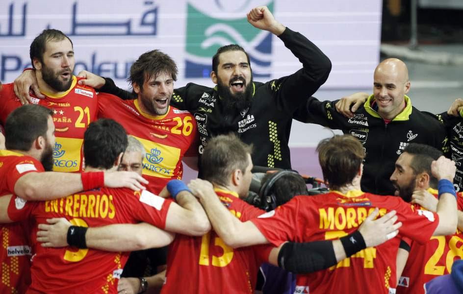 España accede comodamente a cuartos de final
