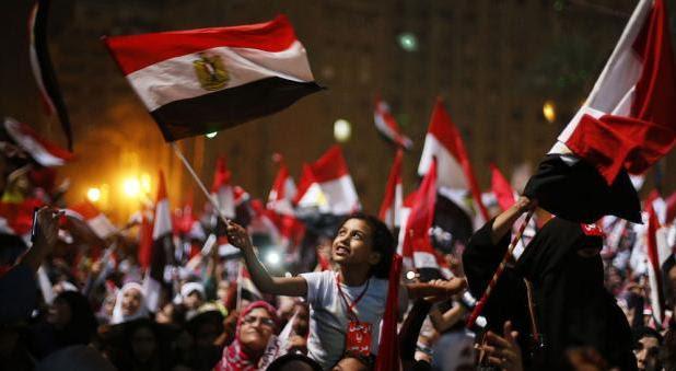 Exército egípcio depõe presidente Morsi e suspende Constituição