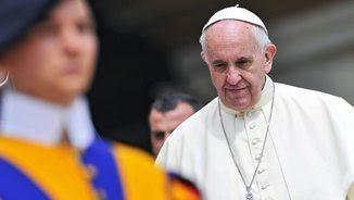 El papa Francesc durant l'audiència setmanal de dimecres a la plaça de Sant Pere (EFE)