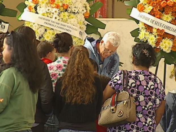 Amigos e familiares lotaram a igreja durante o velório (Foto: Reprodução/TV Tem)