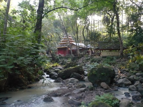 Pertapaan Dewi Tunjung Sekar dilihat dari Sungai