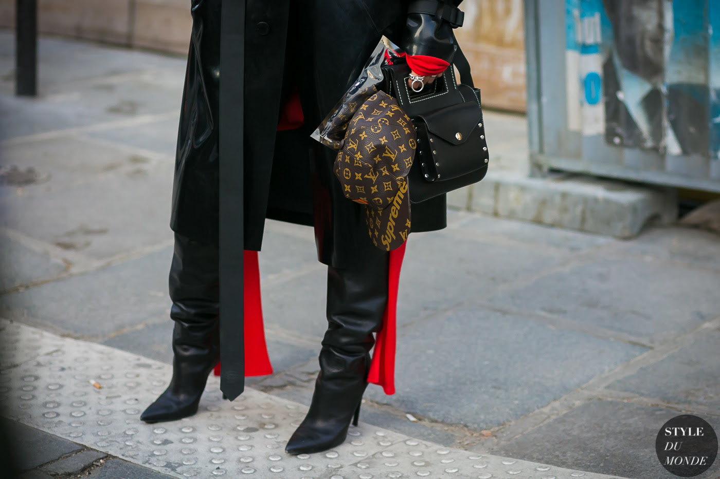 http://www.styledumonde.com/wp-content/uploads/2017/01/Louis-Vuitton-Supreme-by-STYLEDUMONDE-Street-Style-Fashion-Photography0E2A9322-700x467@2x.jpg