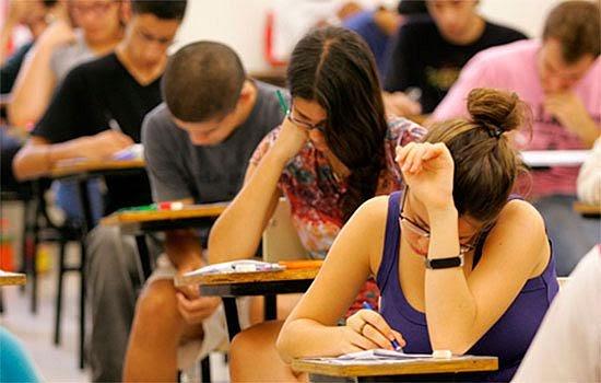 Educação: Congresso analisa bolsa emergencial para estudantes de faculdades privadas durante pandemia