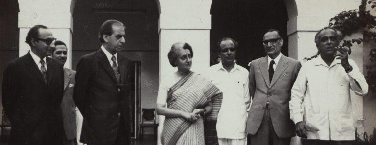 पीएन हस्कर के साथ इंदिरा गांधी. (फोटो साभार: नेहरू मेमोरियल लाइब्रेरी)