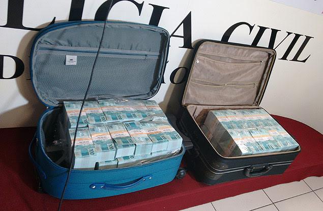 Resultado de imagem para Homem é preso transportando R$ 5 mil em notas falsas em Belém