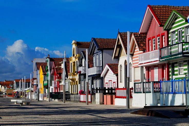Costa Nova (near Aveiro), Portugal is famous for its striped & colorful houses. Original Source: http://www.tovieira.com/Portugal/Aveiro-distrito/Costa-Nova-do-Prado-Ilhavo/8692221_v4dm2r/574444878_v7Pa6#!i=574444878=v7Pa6 #beach