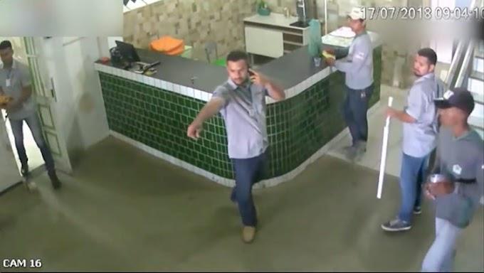 "Obreros huyen aterrorizados de un ""temible"" pit bull, hasta que descubren para qué había venido"