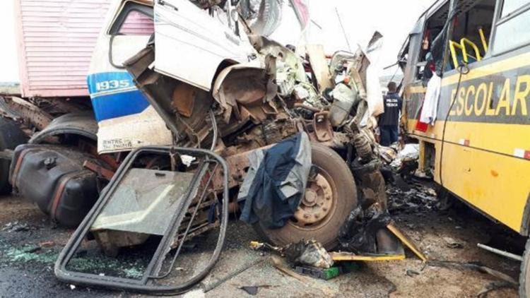 Acidente aconteceu no trecho entre as cidades de Serrinha e Santa Bárbara. - Foto: Ed Santos   Acorda Cidade