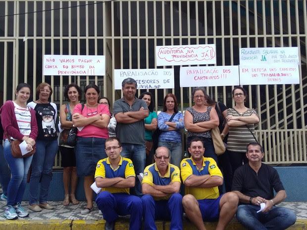 Professores paralisam as atividades em Cunha (Foto: Celso Rosa/Vanguarda Repórter)