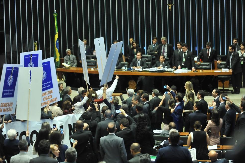 Plenário da Câmara durante votação do projeto de reforma trabalhista (Foto: J.Batista/Câmara dos Deputados)