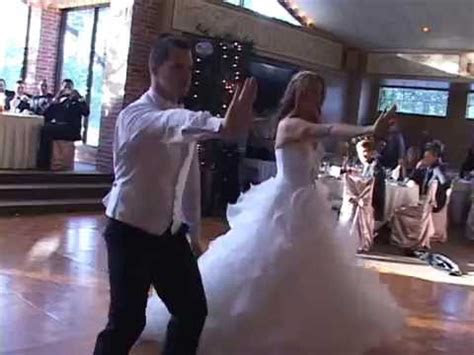 BEST WEDDING DANCE EVER!!! (Ryan and Leah Claxton