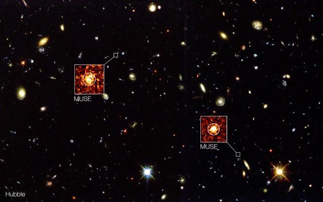 L'immagine di sfondo in questo composito mostra la fotografia presa dal telescopio spaziale Hubble della NASA/ESA nella regione nota come Campo Profondo Meridionale di Hubble. Nuove osservazioni con lo strumento MUSE montato sul VLT (Very Large Telescope) dell'ESO hanno scoperto galassie remote invisibili per Hubble, di cui vengono evidenziati due esempi. Questi oggetti sono completamente invisibili nell'immagine di Hubble ma si vedono molto chiaramente nelle zone opportune di questi dati tridimensionali di MUSE. Crediti: ESO/MUSE Consortium/R. Bacon