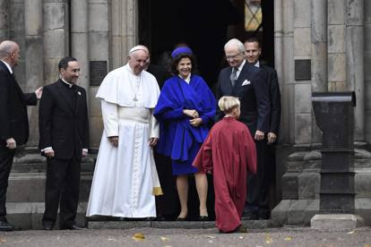 Papa Francesco in Svezia per i 500 anni della riforma luterana: l'incontro con i reali e la messa nella cattedrale di Lund