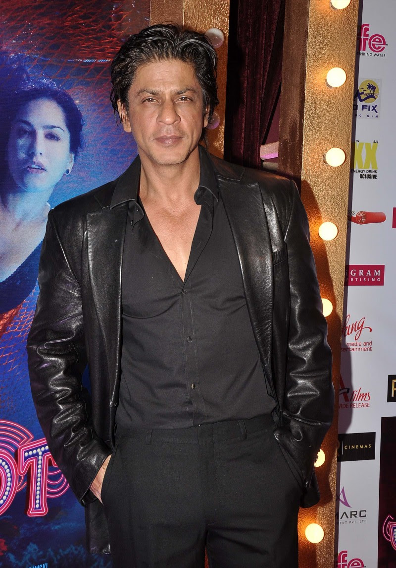 Sunny-Leone-Shah-Rukh-Khan-At-Jackpot-Movie-Premiere-Show-Image-Pictures-3