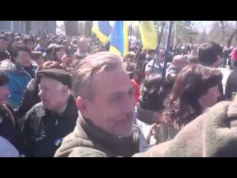 Одесситы таки не поняли юмора про запрет Знамени Победы и вышли с ним встречать Порошенко