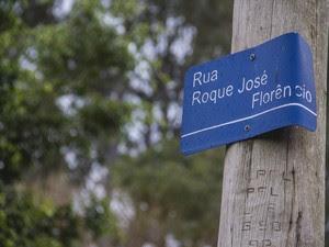 Rua no distrito de Santa Eudóxia leva o nome de escravo (Foto: Fabio Rodrigues/G1)
