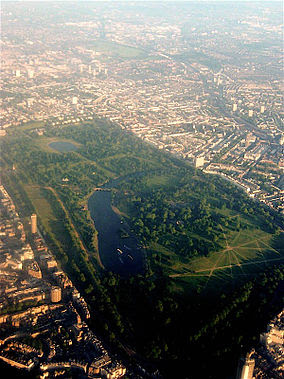 http://upload.wikimedia.org/wikipedia/commons/thumb/a/a9/Hyde_Park_from_the_air.jpg/284px-Hyde_Park_from_the_air.jpg