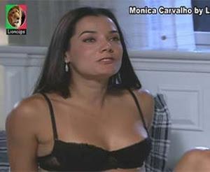 Monica Carvalho sensual em lingerie na novela Caminhos do Coração