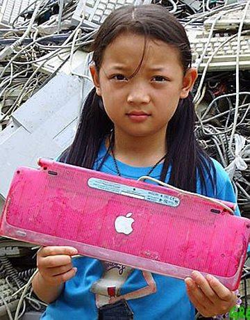 E-waste arranca o sorriso de uma criança