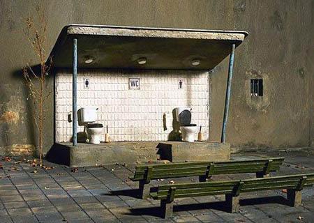 Klo Theater lustige kuriose Dinge auf der Erde - Toilette mit Zuschauern
