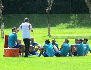 jogadores no treino do Flamengo conversam com Luxemburgo (Foto: Janir Junior / GLOBOESPORTE.COM)