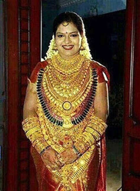 Indian bride wears gold jewellery worth £400,000 on