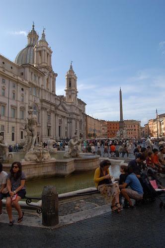 Die piazza navonna war mal ein Stadion, lang gestreckt ist der Platz