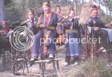 http://i347.photobucket.com/albums/p464/blogspot_images1/Desamuduru/hmong4.jpg