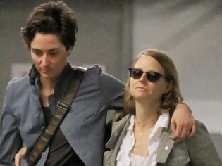 Φωτογραφία για Παντρεύτηκε με την αγαπημένη της η διάσημη ηθοποιός Jodie Foster
