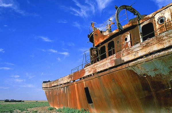 Navio Encalhado no mar seco de Aral-12