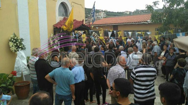 Κλαίει όλη η Κρήτη – Σπαραγμός και οδύνη στην κηδεία της Κατερίνας Καναβάκη – Κατέρρευσε ο πατέρας της | Newsit.gr