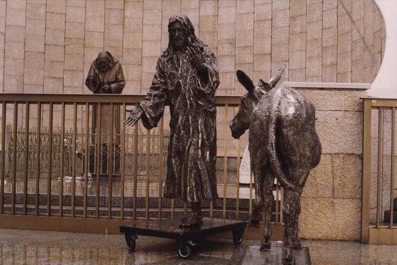 Risultati immagini per monumento all'asino calcata