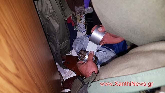 ΑΠΟΚΛΕΙΣΤΙΚΟ: Δείτε σε φωτογραφίες πως οι εξειδικευμένοι Ναρκαλιευτές (EOD) του ΤΕΝΞ εξουδετέρωσαν το μικρό οπλοστάσιο του 83χρονου στην Ξάνθη