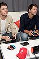 jared padalecki jensen ackles play video games at comic con 05