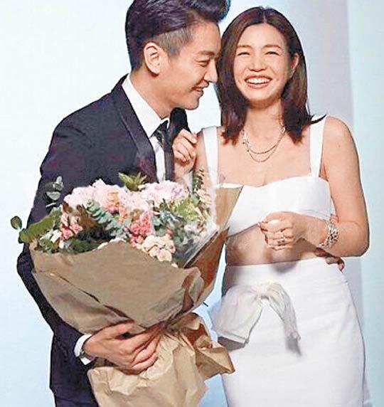 陳妍希早前影婚紗照時,已腰肢圓潤,孕味十足。