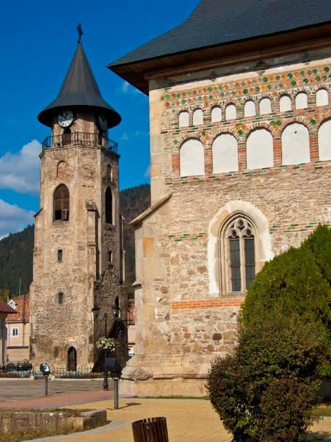 Αποτέλεσμα εικόνας για Pelerinul desculț / Locatarul din Turnul