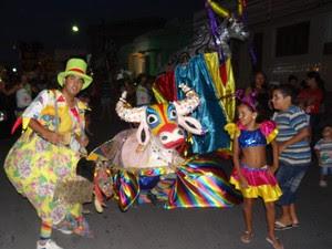 Na folia, Vaca Profana dá espaço ao Boi da Gente e à Burrinha. (Foto: Divulgação/ Vaca Profana)